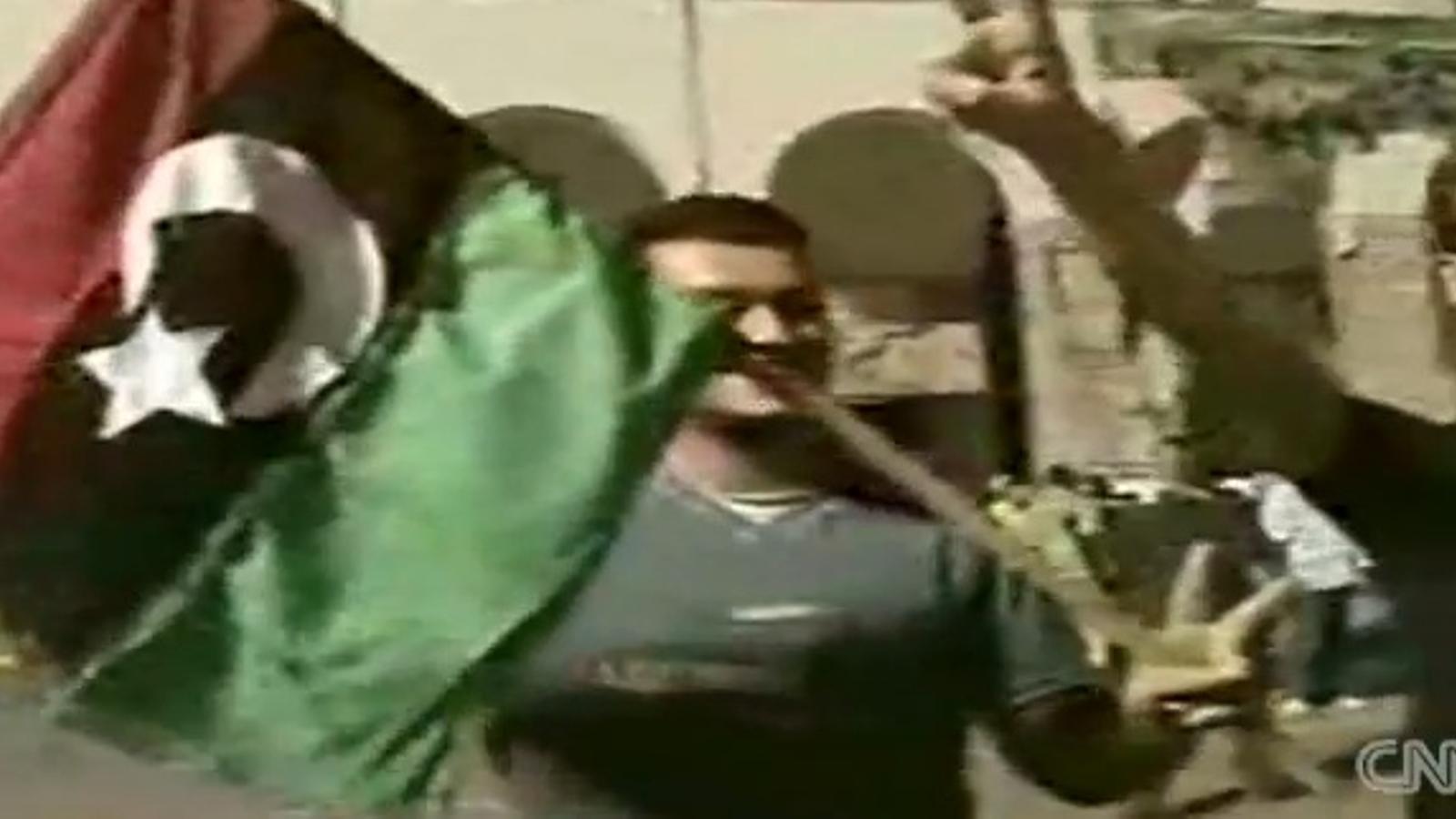 Els rebels entren a la Plaça Verda, a Trípoli