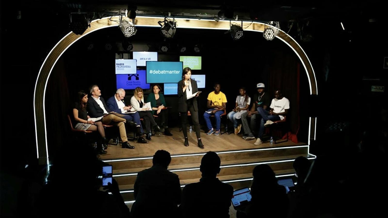 """""""Porto més anys aquí que Manuel Valls"""", el debat entre manters i candidats a l'alcaldia de Barcelona"""