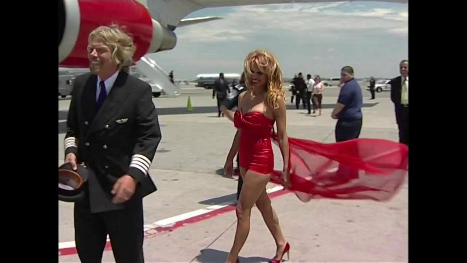 Richard Branson i Pamela Anderson, en una imatge promocional dels vols Londres-Nova York