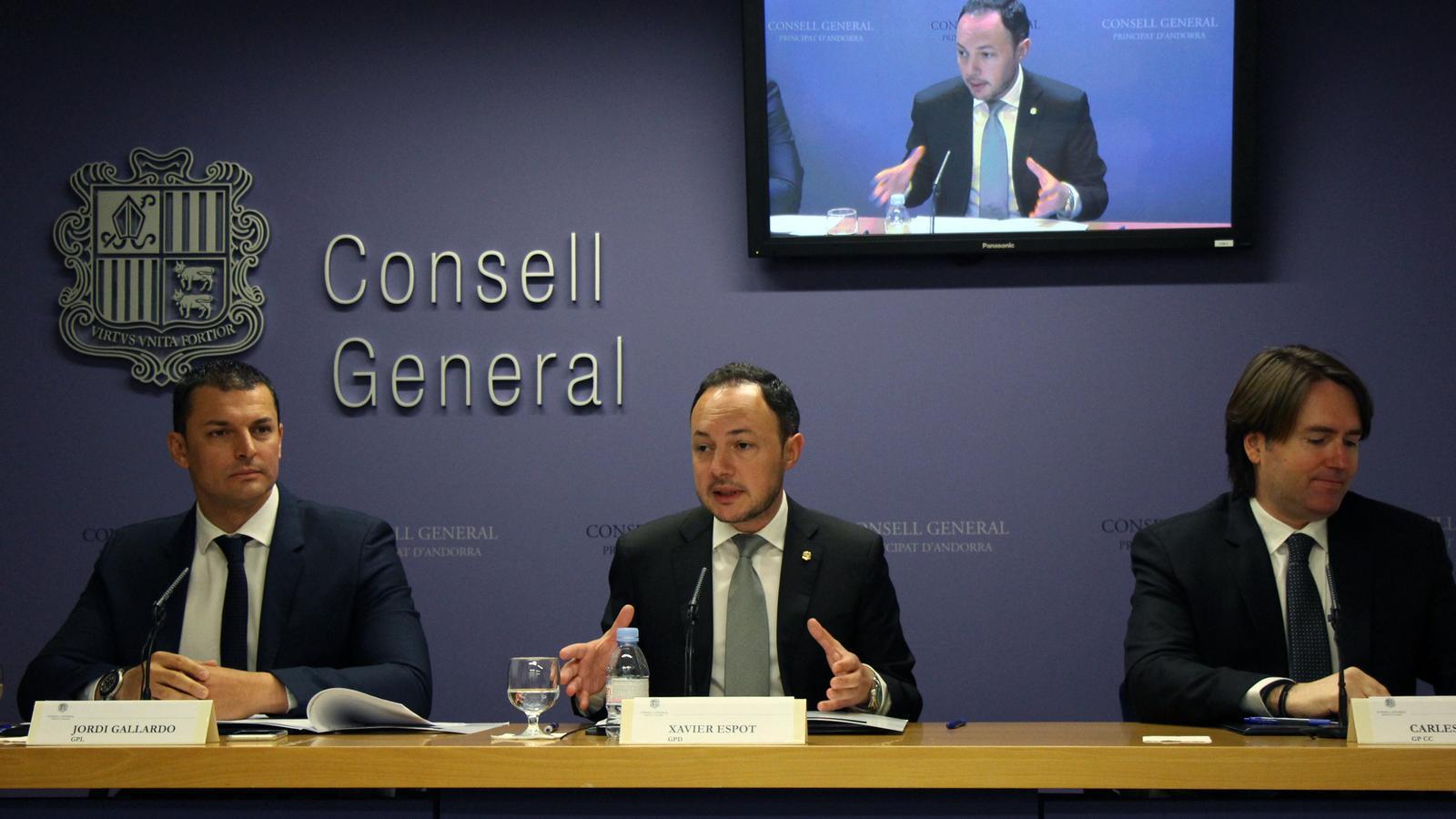 Jordi Gallardo, Xavier Espot i Carles Naudi, durant la roda de premsa de presentació del pacte. / M. M.