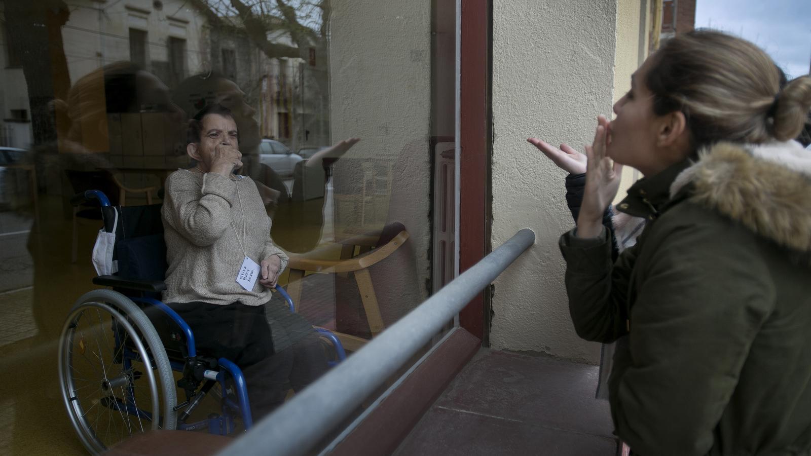 """Les residències apugen el to i insten els governs a prendre el """"control sanitari"""" dels geriàtrics"""