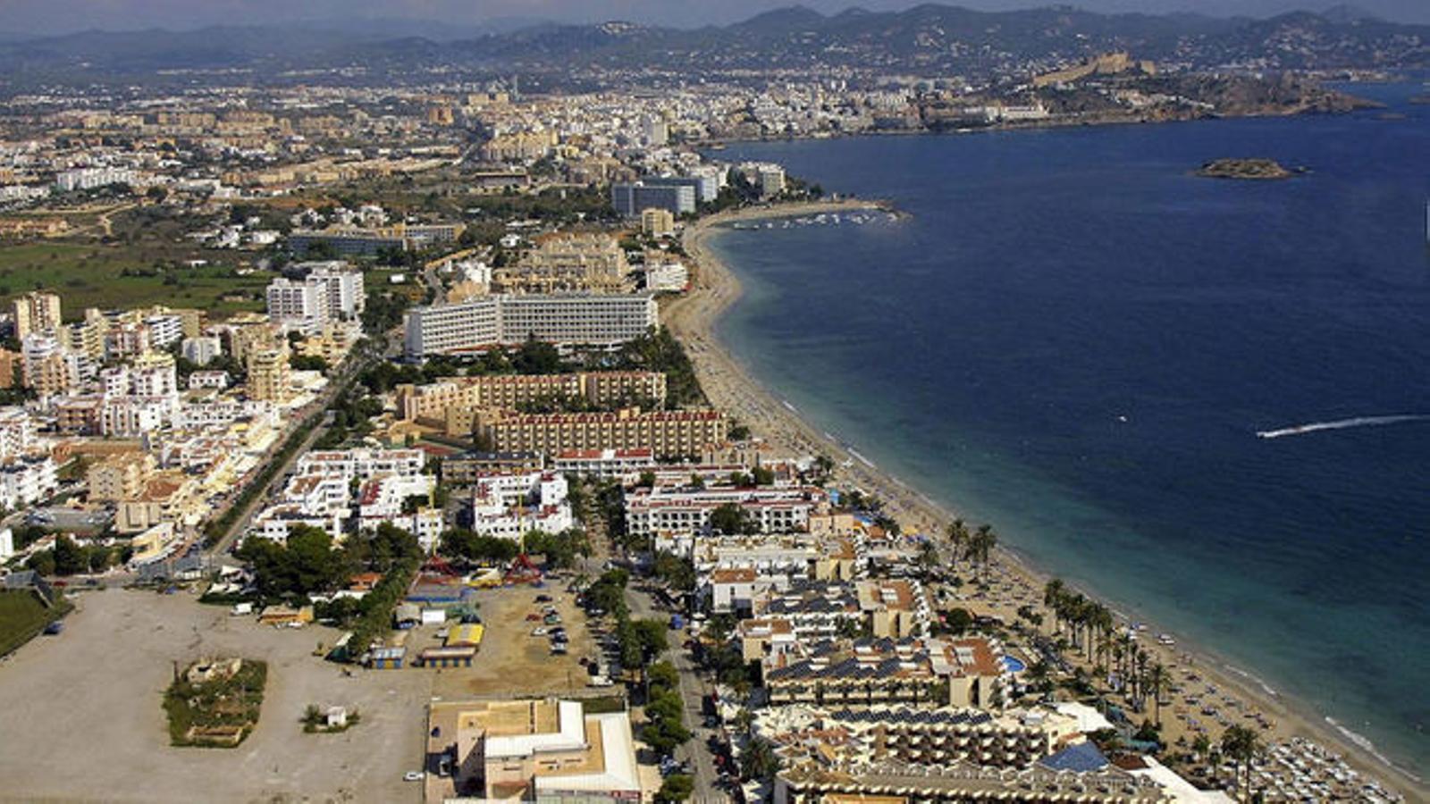 Panoràmica de Platja d'en Bossa, a Eivissa.