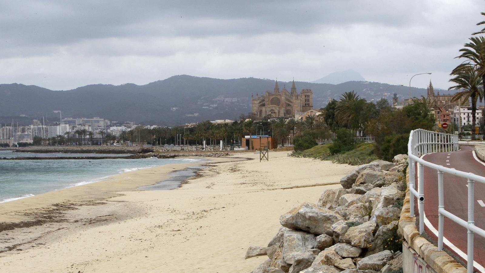 La platja de Can Pere Antoni de Palma, durant l'estat d'alarma a causa del coronavirus
