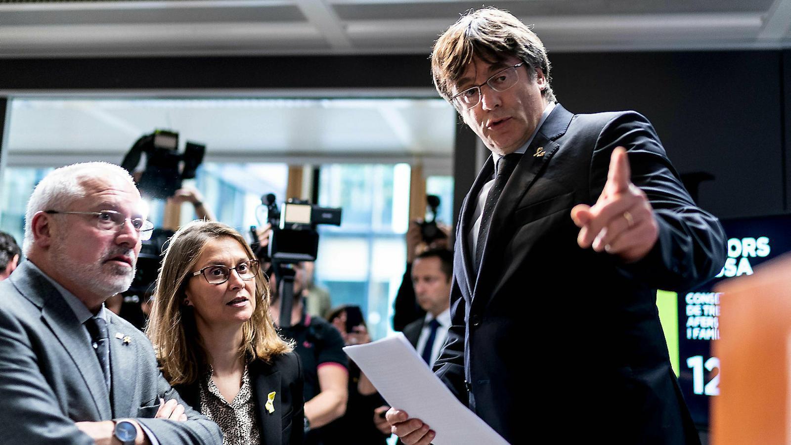 L'expresident de la Generalitat Carles Puigdemont durant la roda de premsa que va fer ahir a Brussel·les.