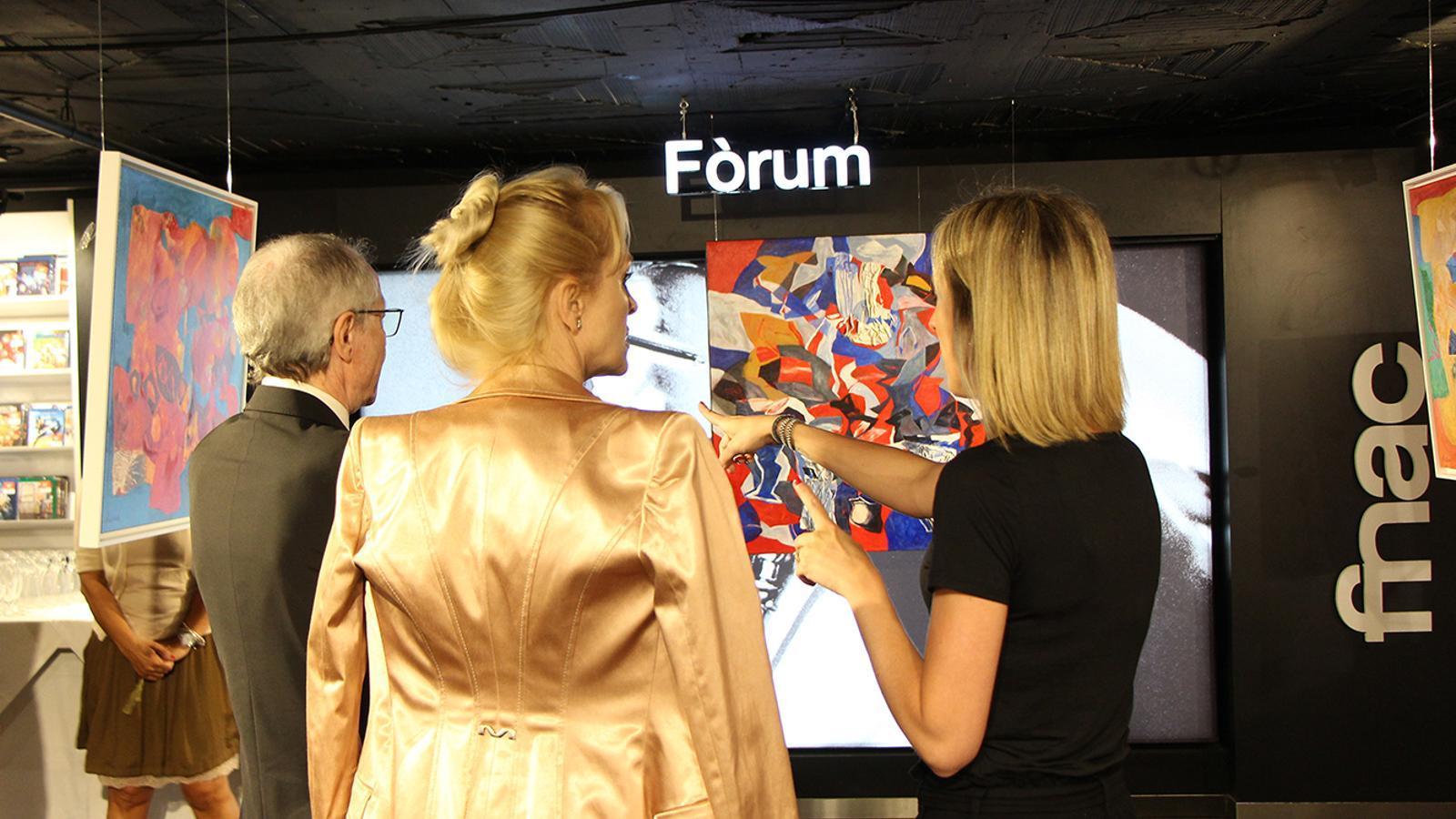 Un moment de la inauguració de la mostra de Jordi Rollán. / M. F. (ANA)