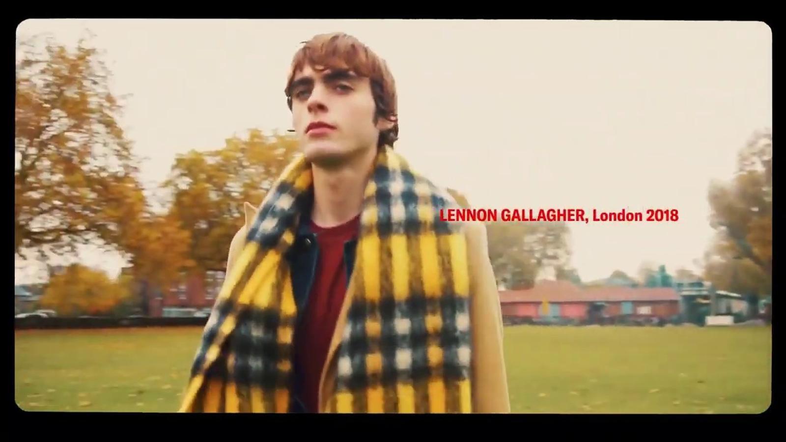 Vídeo de Lennon Gallagher protagonitzant la nova col·lecció d'abrics de Zara