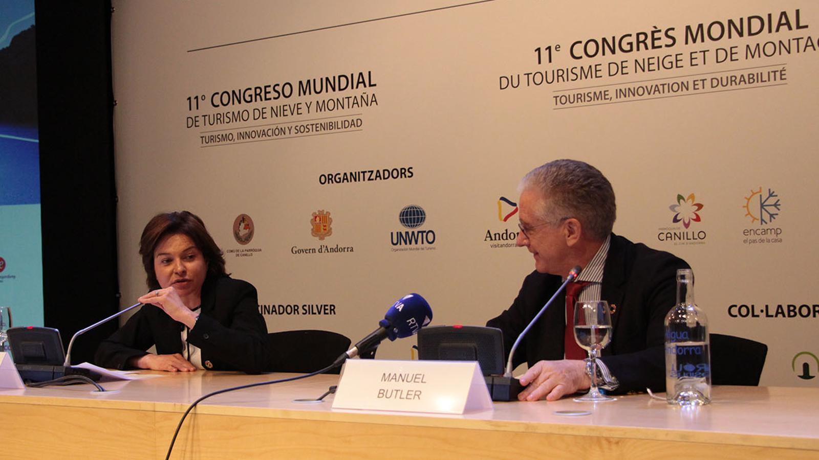 La ministra de Turisme, Verònica Canals, i el director executiu de l'OMT, Manuel Butler, durant la roda de premsa. / M. F. (ANA)