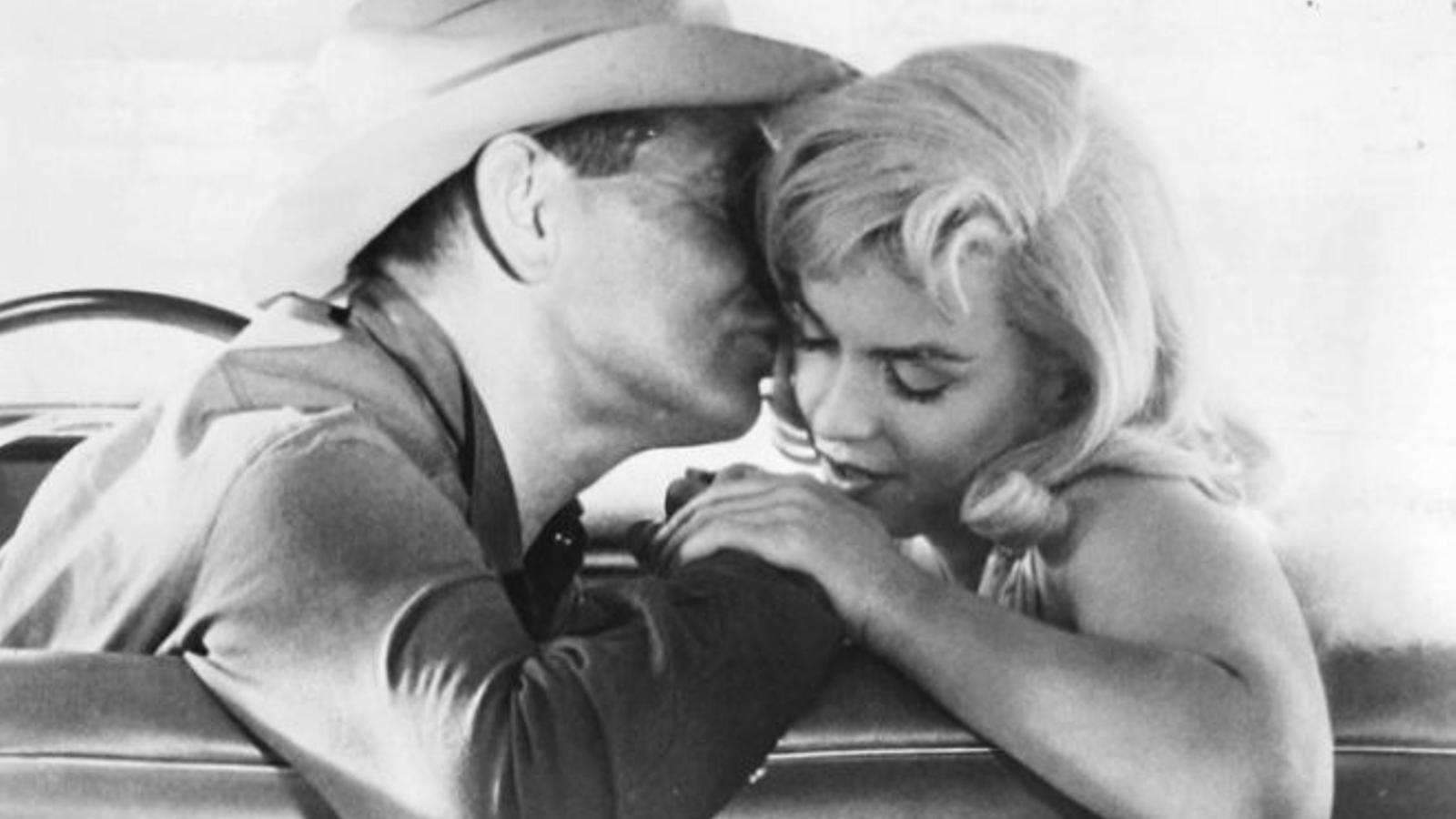 Clark Gable i Marilyn Monroe en un moment de la pel·lícula