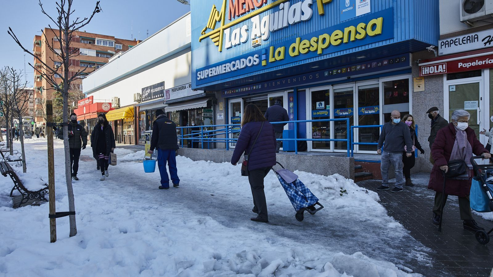 Un carrer de Madrid on encara es concentra la neu