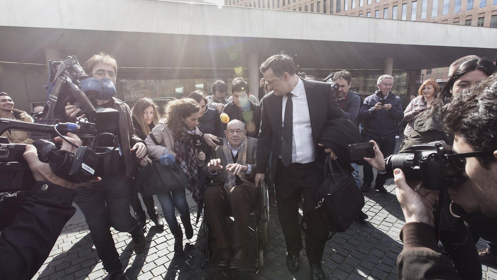 L'expresident del Palau de la Música Fèlix Millet sortint de la Ciutat de la Justícia.