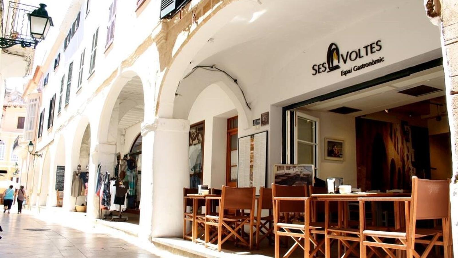 La majoria de restaurants tornen aquest dilluns a l'activitat, però amb limitacions.