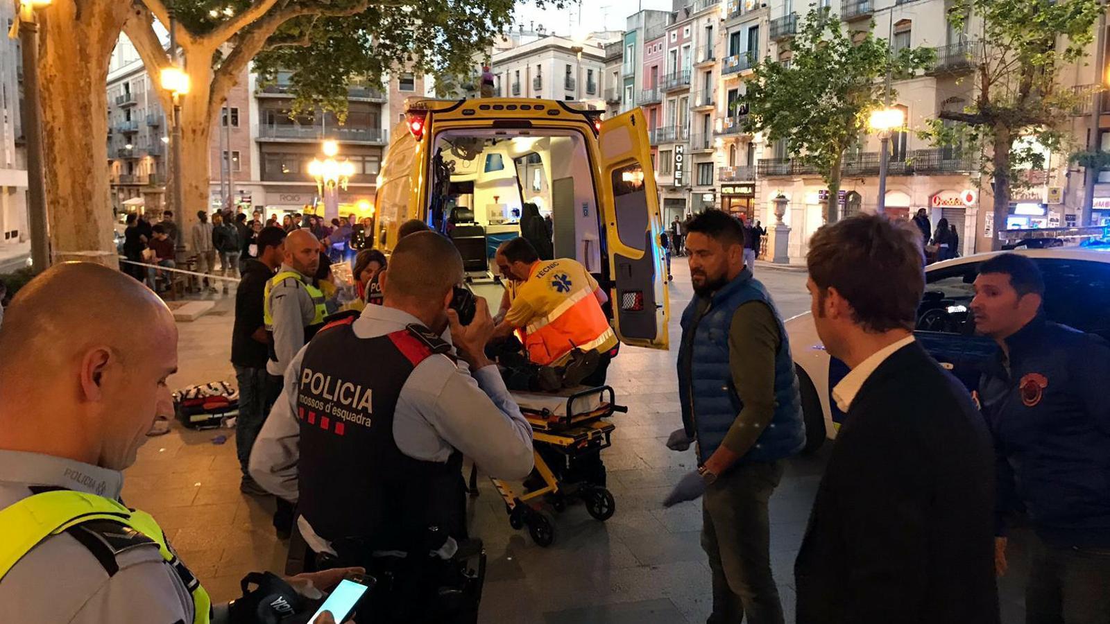 Mor un home que ha rebut una ganivetada al coll a la Rambla de Figueres
