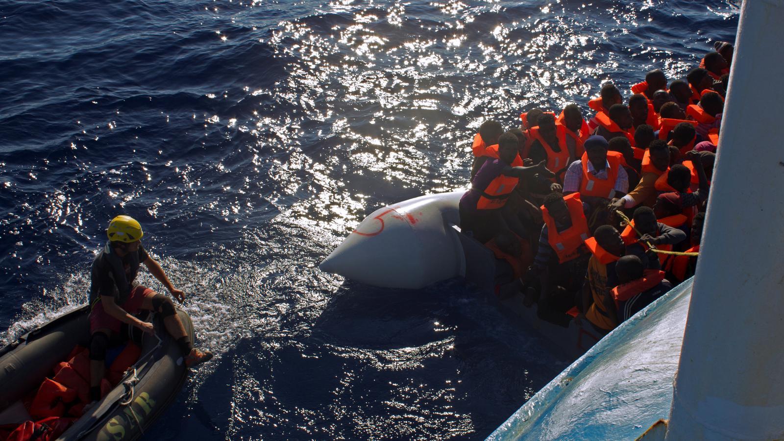 rescat de nàufrags al mediterrani per l'ONG Mediterrani