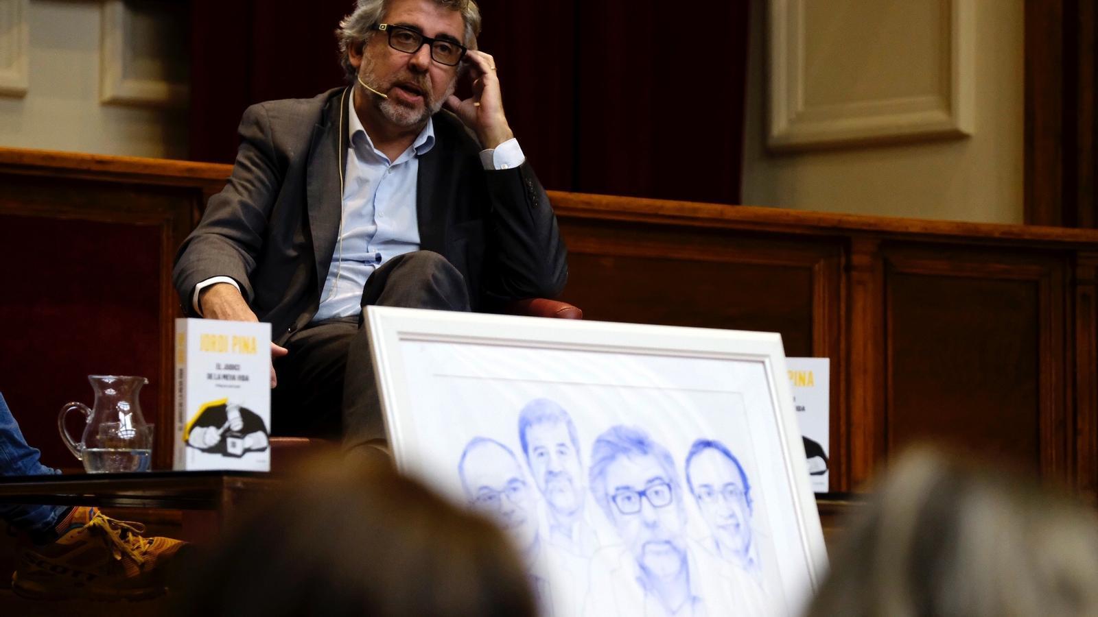 Jordi Pina durant la presentació del llibre.