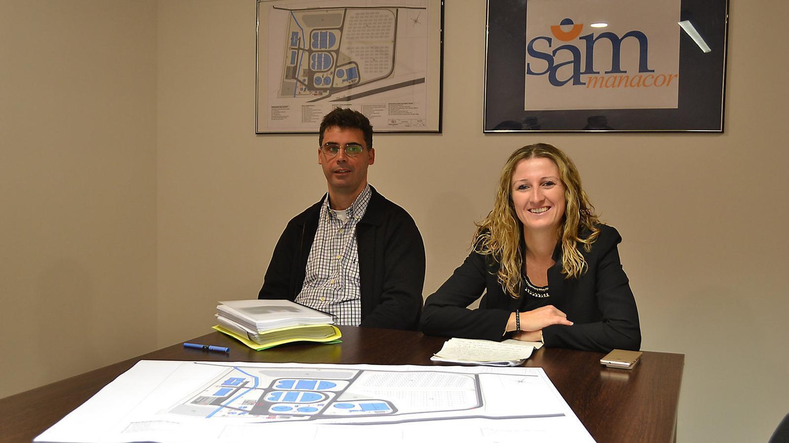 Francesc Grimalt i Maria A. Sansó, gerent i presidenta de la SAM, que han planificat la reforma de l'estació d'aigües residuals.