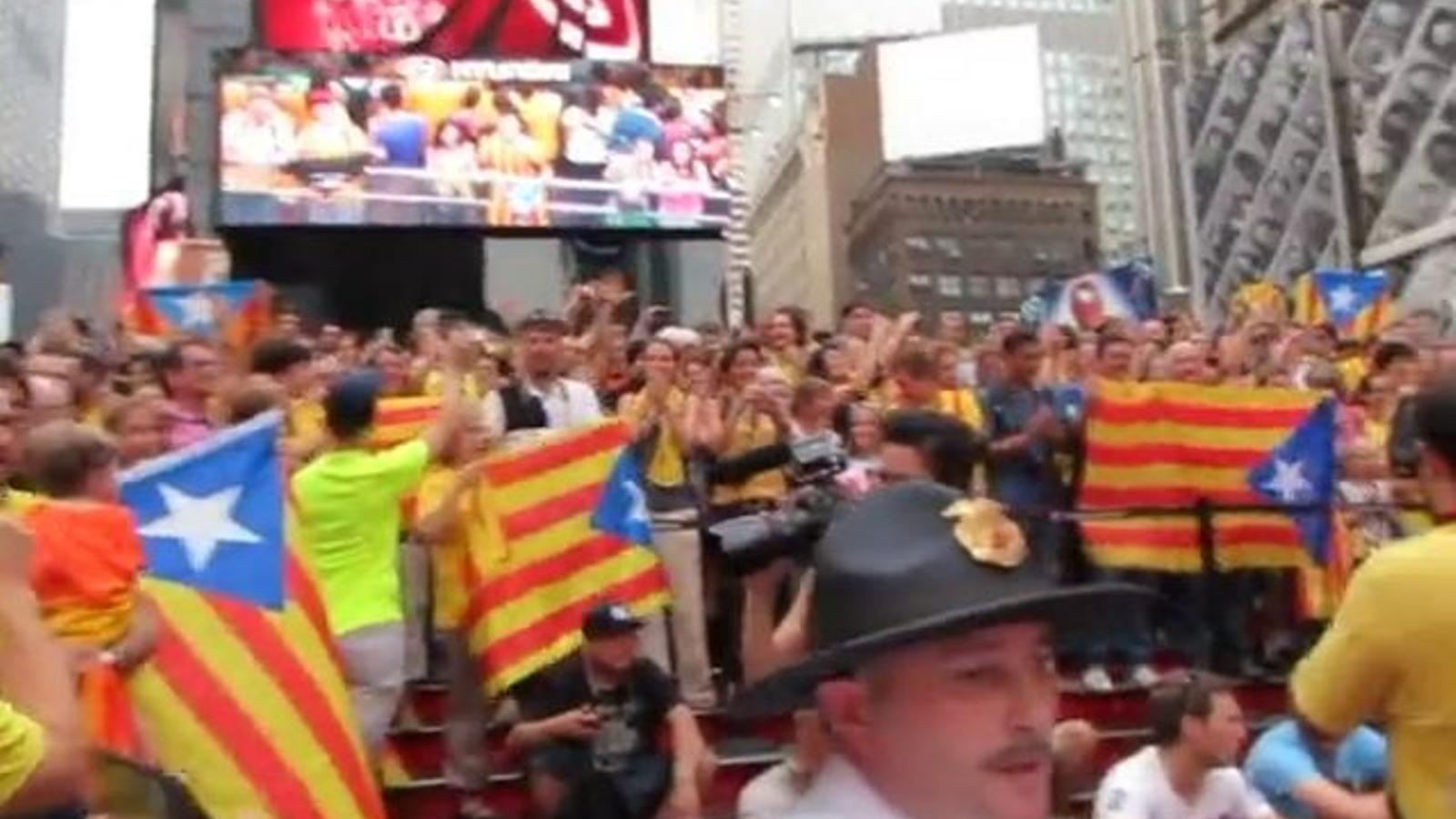 Concentració independentista a Times Square, Nova York (amb desconcert policial), el cap de setmana amb més vies catalanes a l'exterior