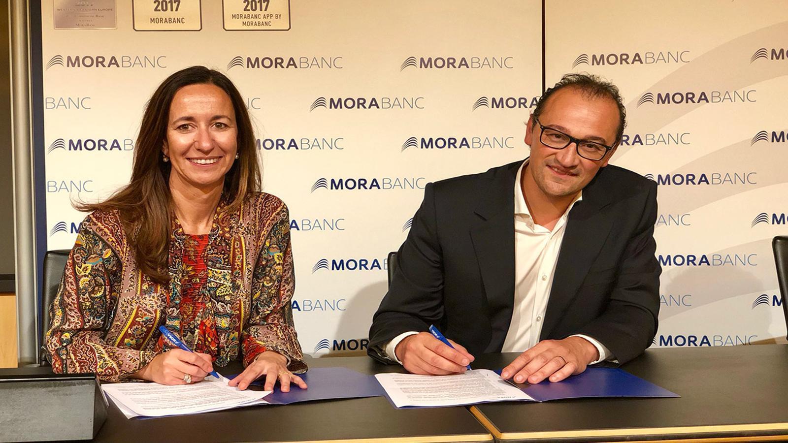 La directora general adjunta de Negoci Andorra de MoraBanc, Gisela Villagordo i el president de la Creu Roja Andorrana, Josep Pol han signat l'acord. / MORABANC