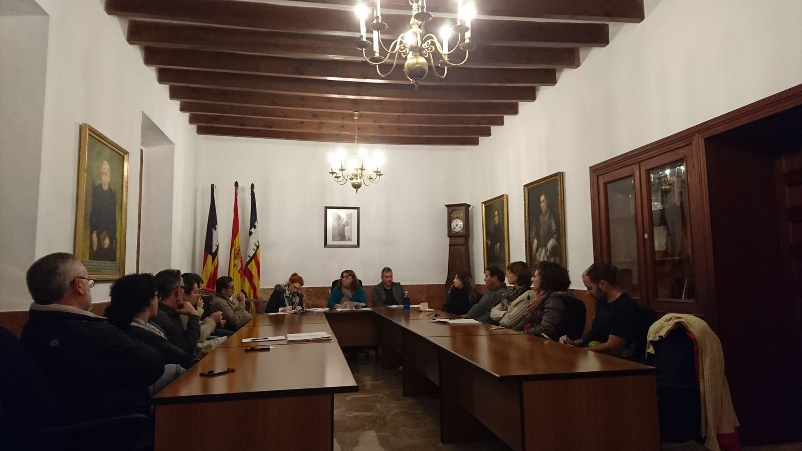 El plenari ha aprovat una partida per ajudar a pagar les despeses de les exhumacions de Porreres.