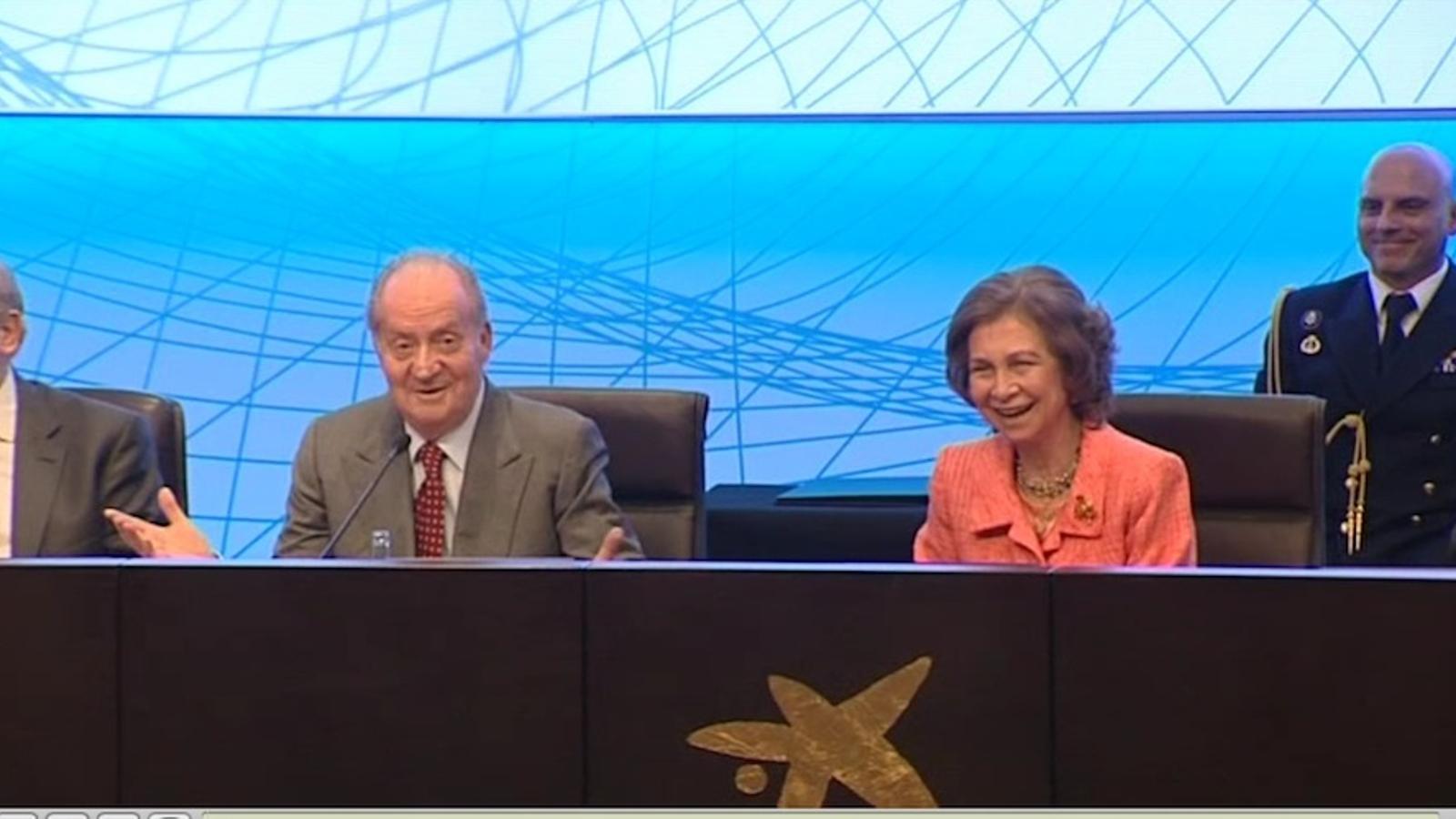 Joan Carles de Borbó a Sofia, en un acte públic: Deixa'm parlar un moment!