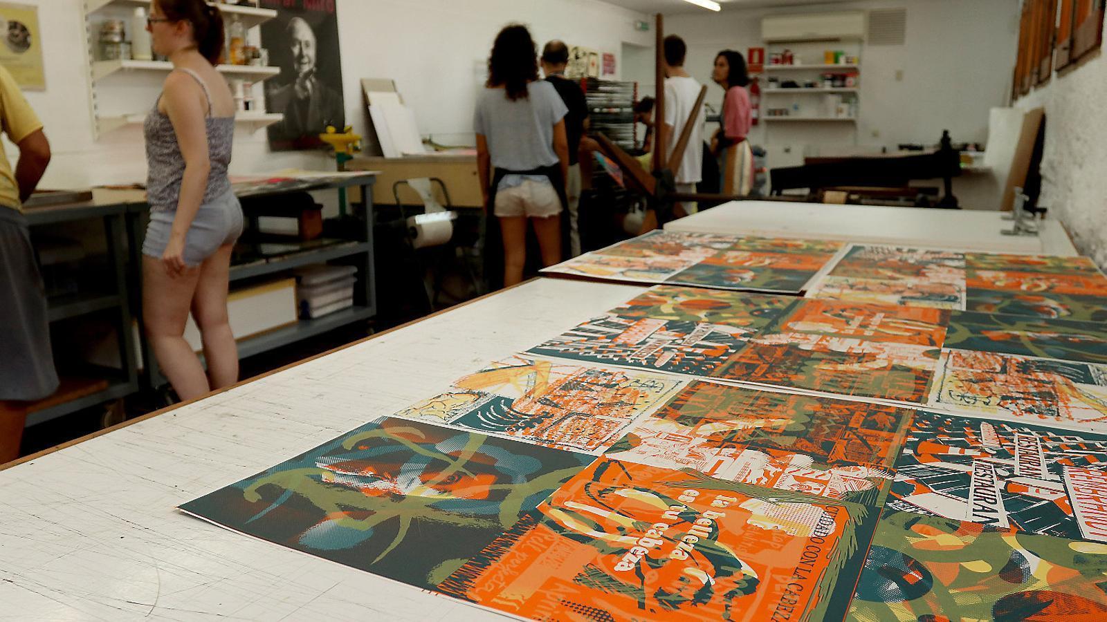 Impressió del fanzín al taller de la Fundació Pilar i Joan Miró