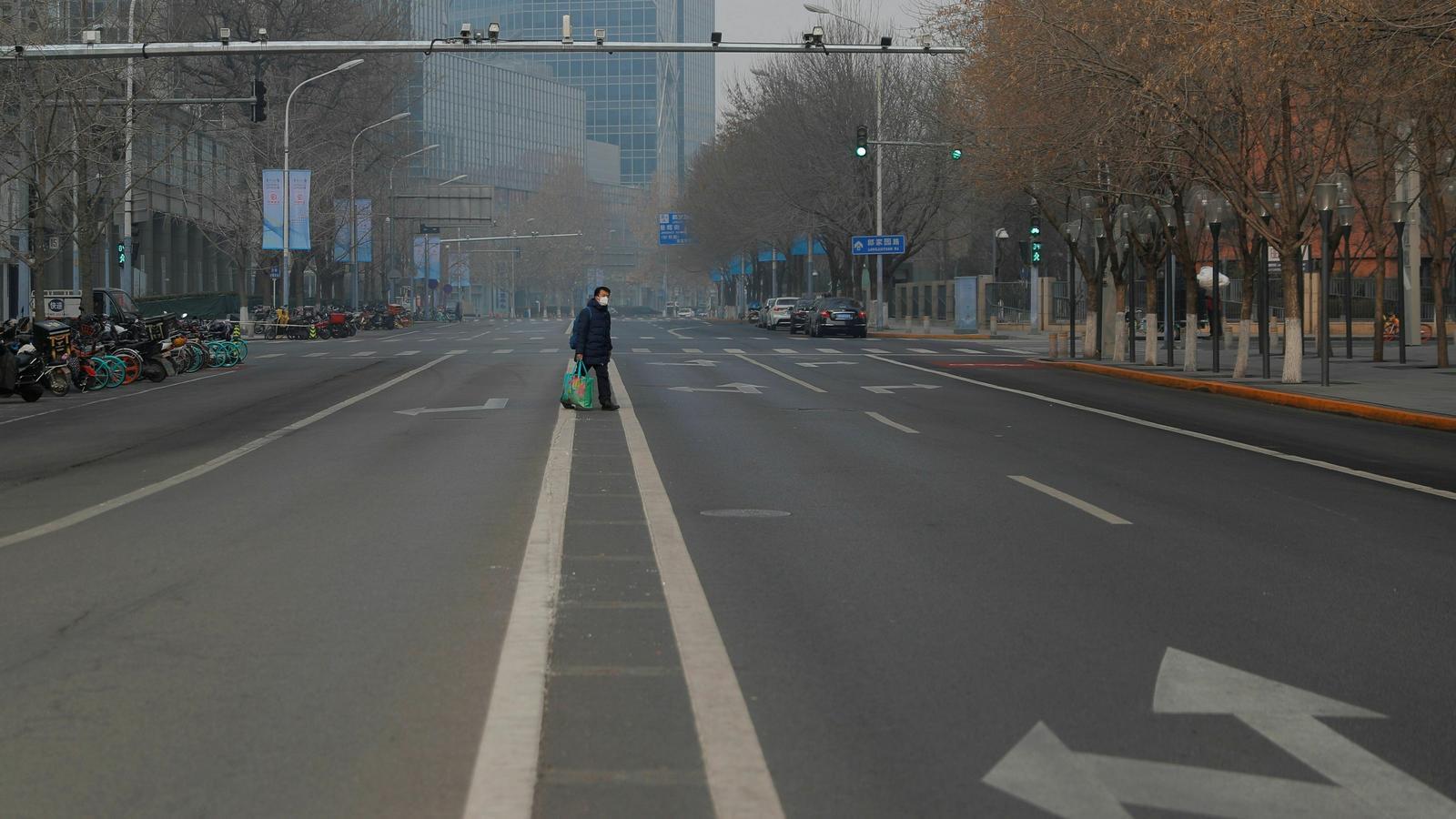 Els habitants de Pequín, confinats a casa per por del coronavirus