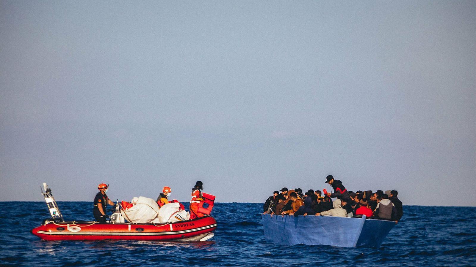 Europa abandona els migrants a la deriva