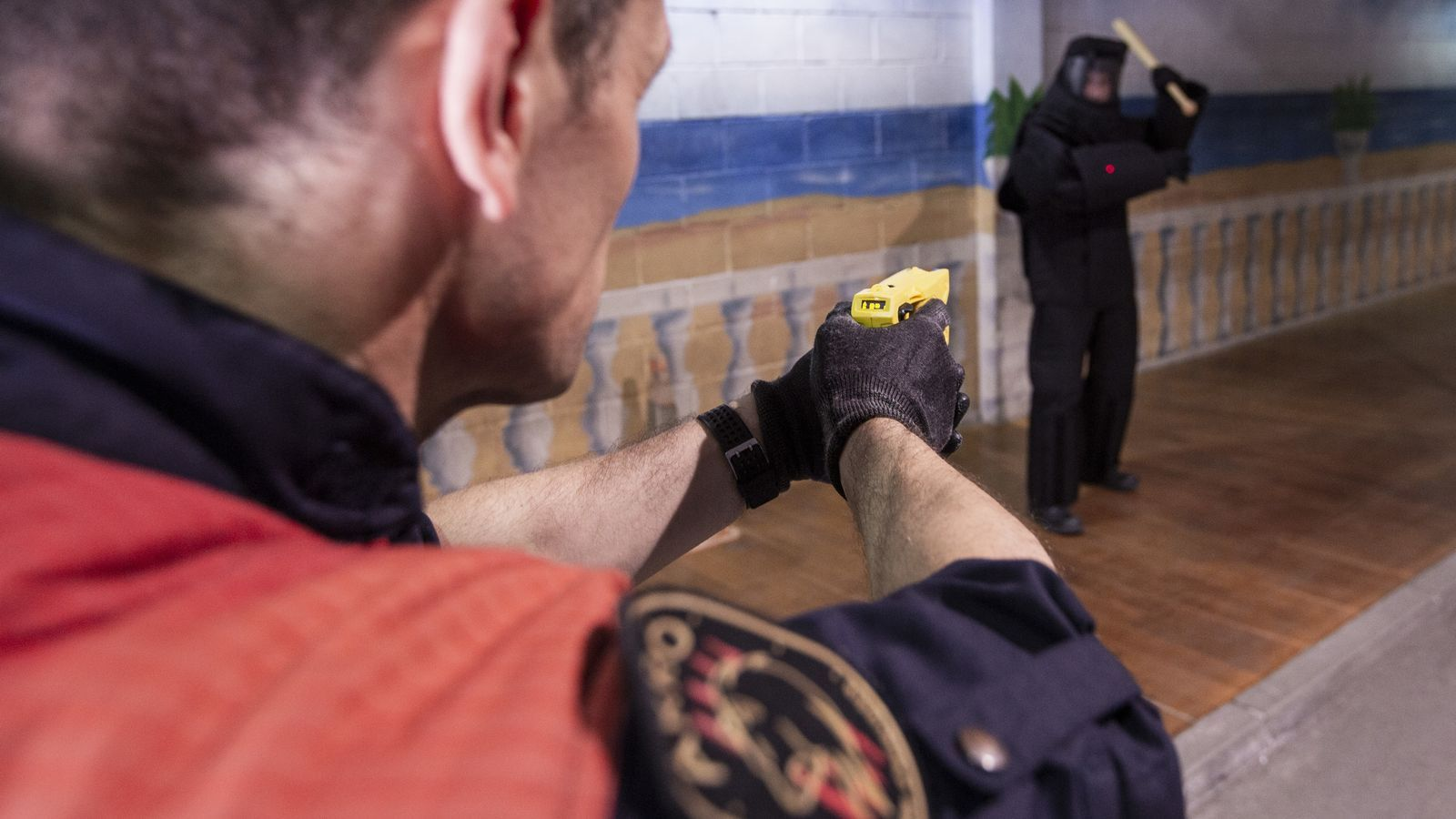 L'home reduït amb una Taser a Salt haurà de pagar 800 euros de multa per resistència i lesions als Mossos