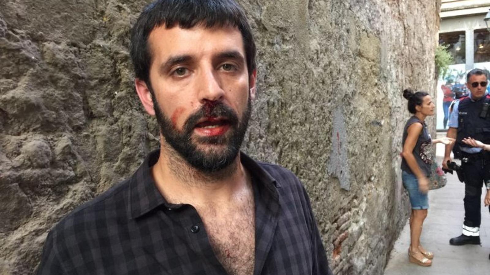 El fotoperiodista Jordi Borràs, agredit per un individu que s'ha identificat com a policia espanyol