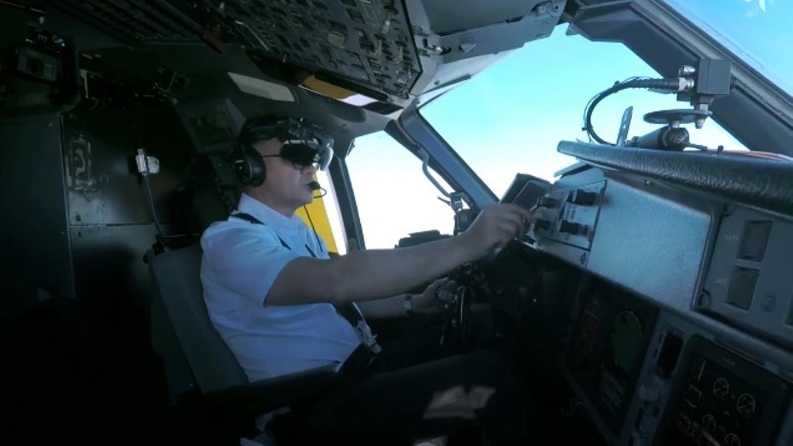 Un dels pilots que utilitza una nau d'ATR. / ATR