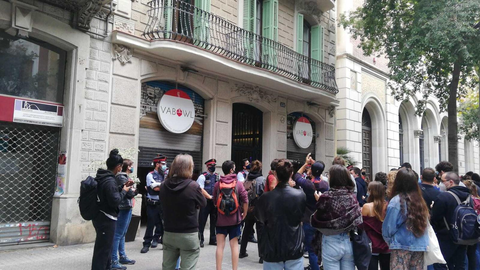 Concentració al carrer Diputació per frenar el desnonament