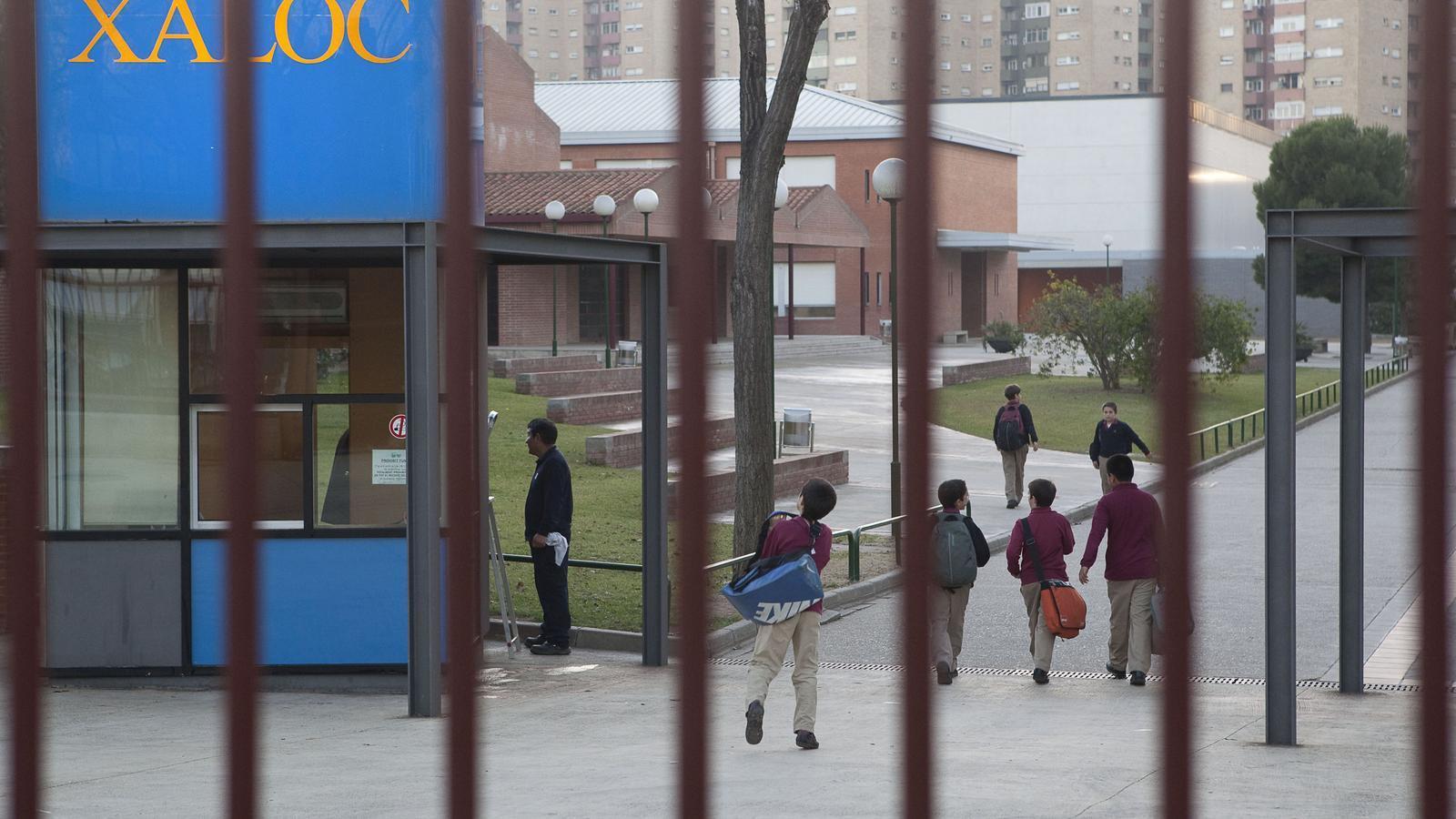 L'entrada de l'escola Xaloc, el centre per a nens vinculat a l'Opus Dei de l'Hospitalet.