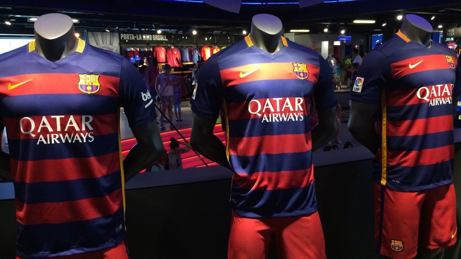 e953fb87668df La nova samarreta del Barça ja es pot comprar a la botiga del club   ALBERT