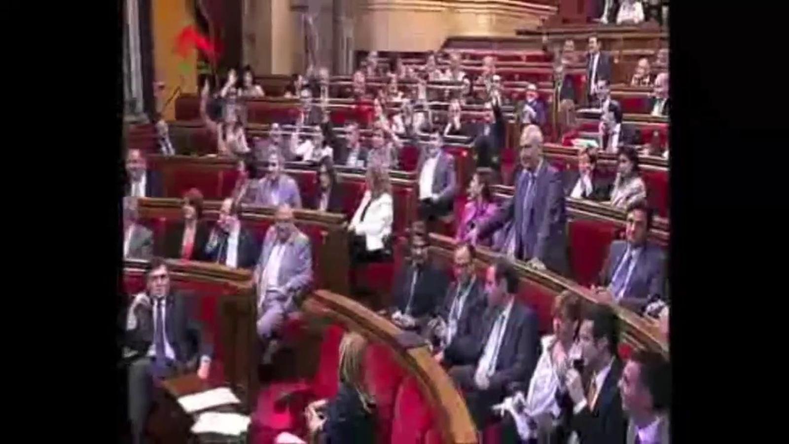 El PP torna a encendre el Parlament per la suposada discriminació del castellà
