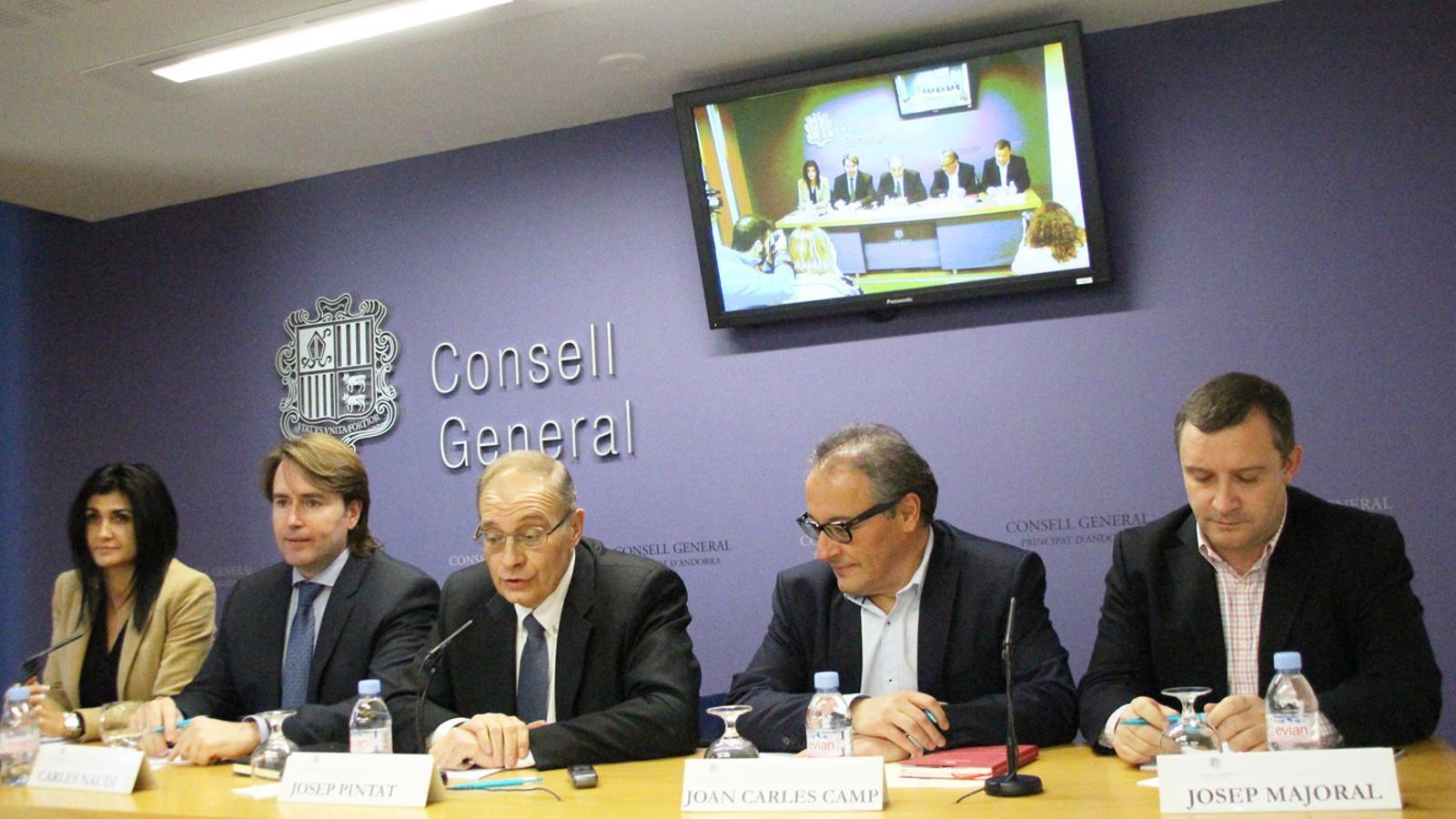 D'esquerra a dreta, Carine Montaner, Carles Naudi, Josep Pintat, Joan Carles Camp i Josep Majoral, en la compareixença per anunciar que deixen el grup parlamentari liberal. / E. J. M.