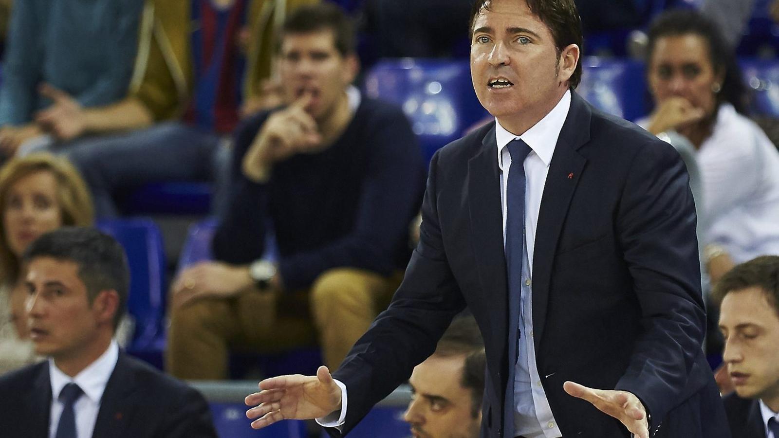 Xavi Pascual, entrenador del Barça Lassa, durant el partit d'ahir  contra el Laboral Kutxa Baskonia.