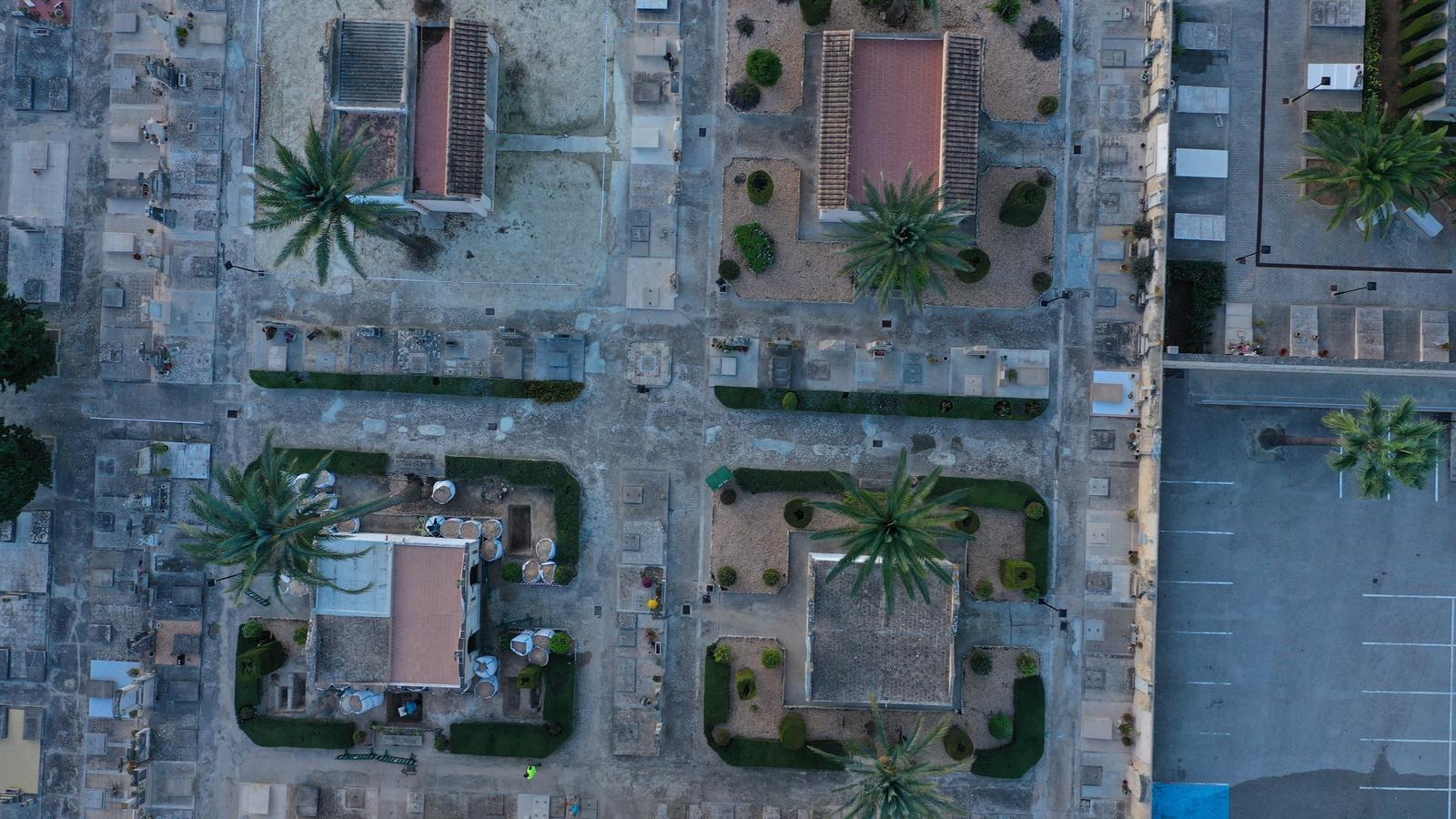 Fotografia aèria del cementeri de Porreres.
