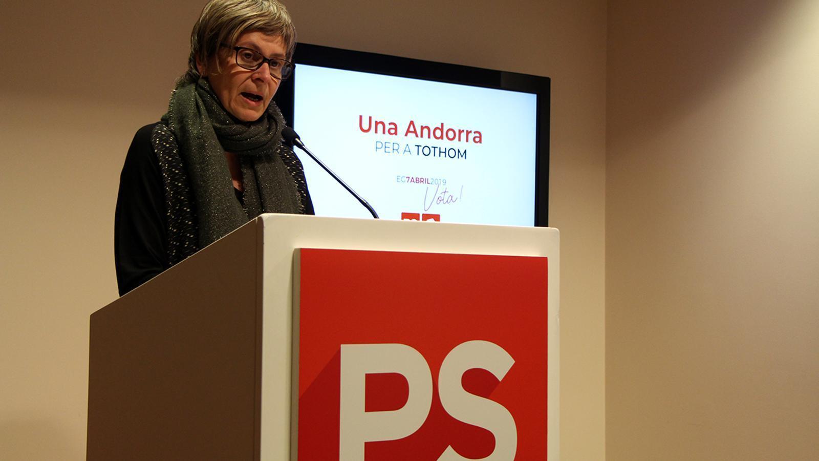 La número dos de la candidatura del PS, Susanna Vela, durant la compareixença davant dels mitjans. / M. M.