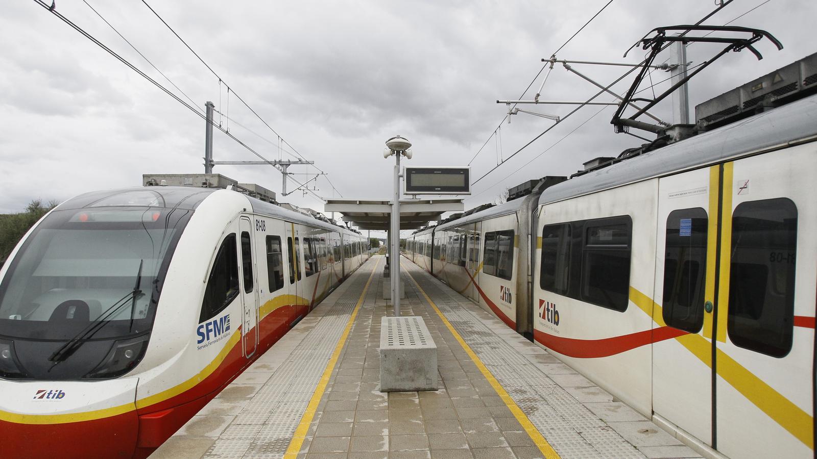 El nou tren elèctric. / ISAAC BUJ