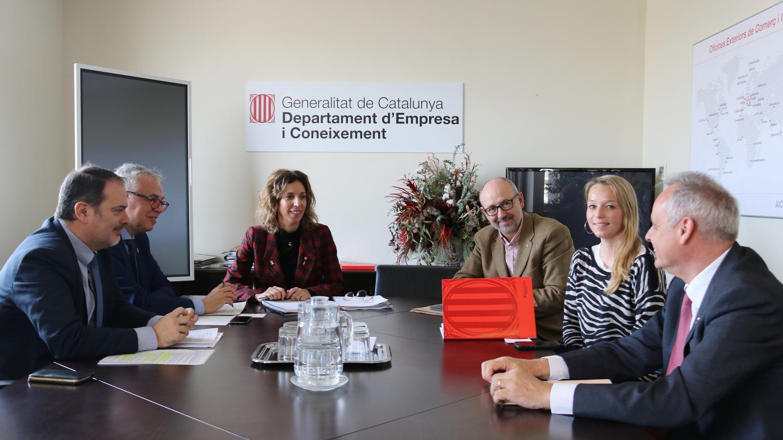 Reunió entre la consellera d'Empresa i Coneixement, Àngels Chacón, i la representant del consolat del Regne Unit, Jessica Griffhiths, per fer seguiment de l'afectació del 'Brexit.