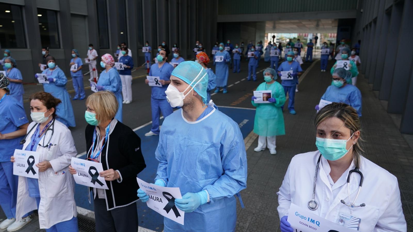 Homenatge ahir a la infermera de 36 anys d'una clínica de Bilbao morta després de contagiar-se de coronavirus.