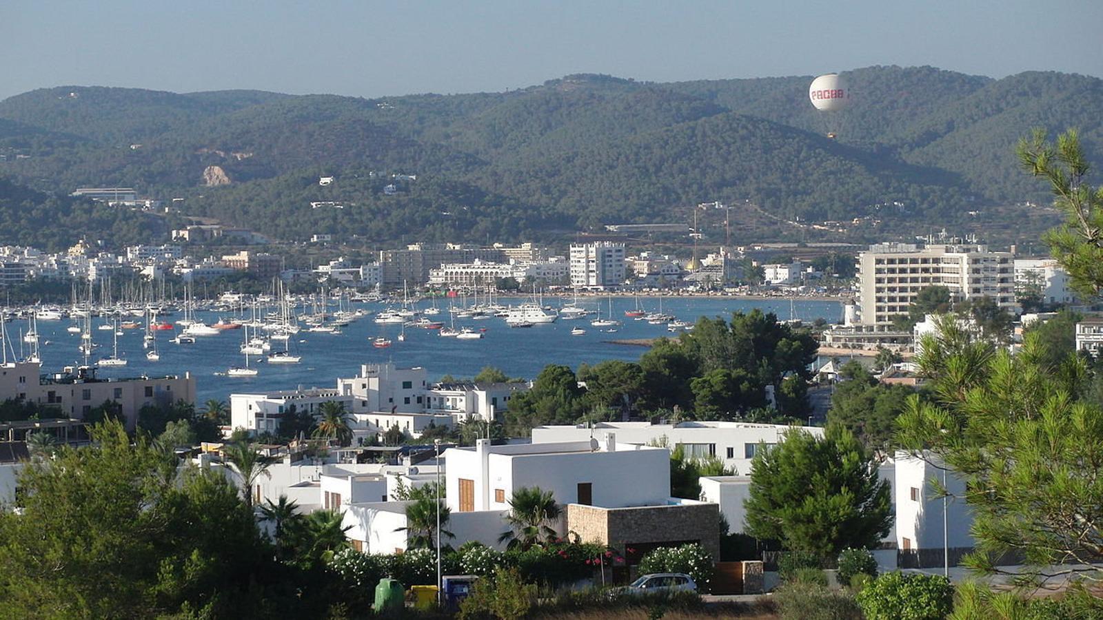 Troben un nin d'onze anys penjat a casa seva a Eivissa