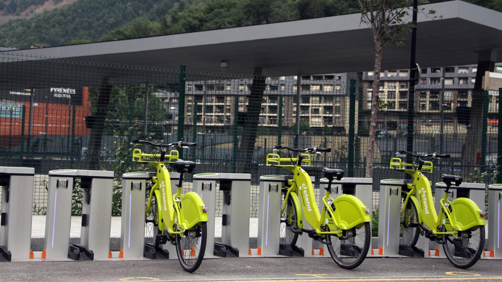 Parada del servei de bicicleta elèctrica compartida Cicland a l'Estació Nacional d'Autobusos./ T. N. (ANA)