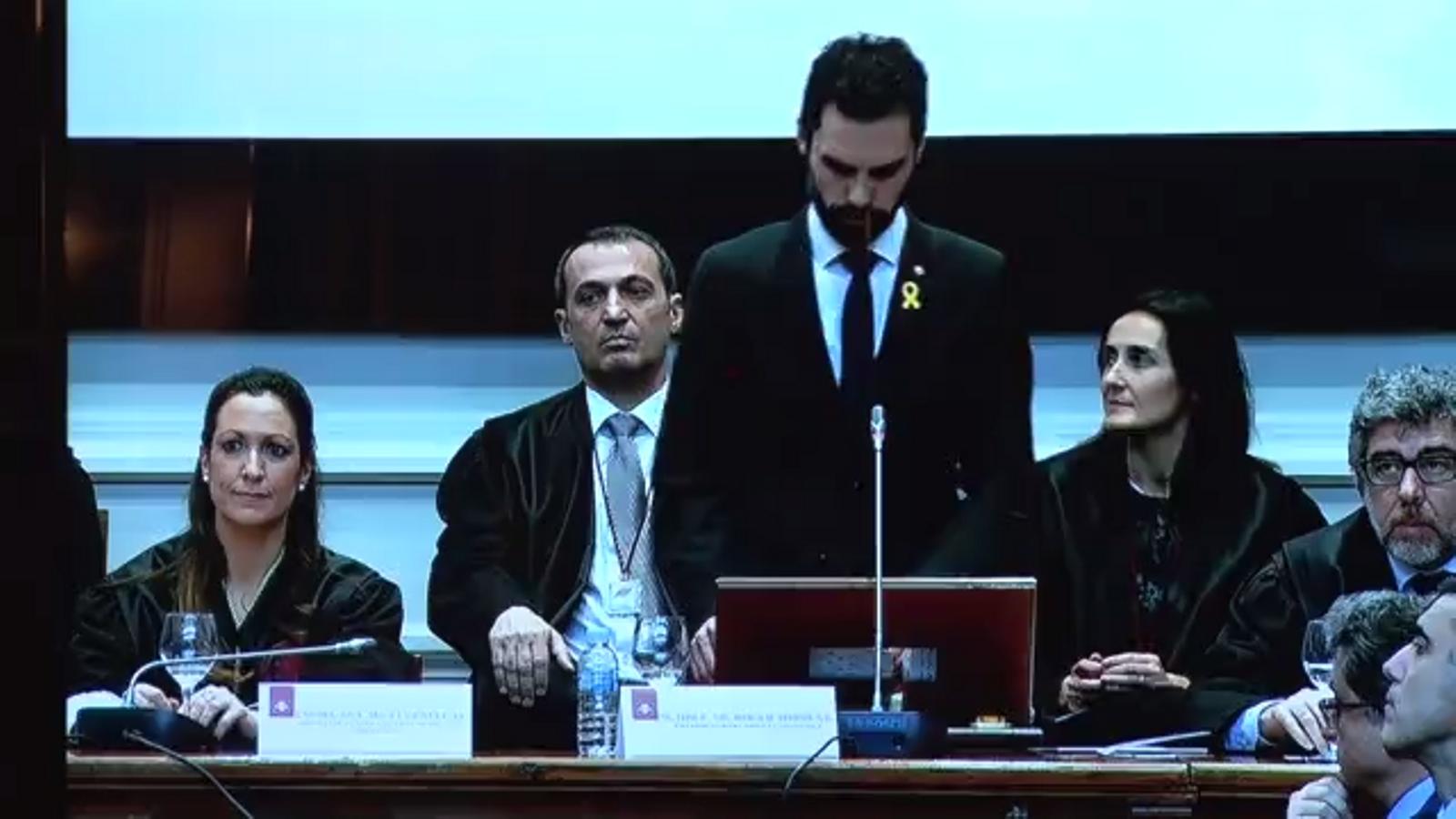 """El president del Parlament, Roger Torrent, denuncia l'existència de """"presos polítics"""" i diversos representants del món jurídic el planten"""