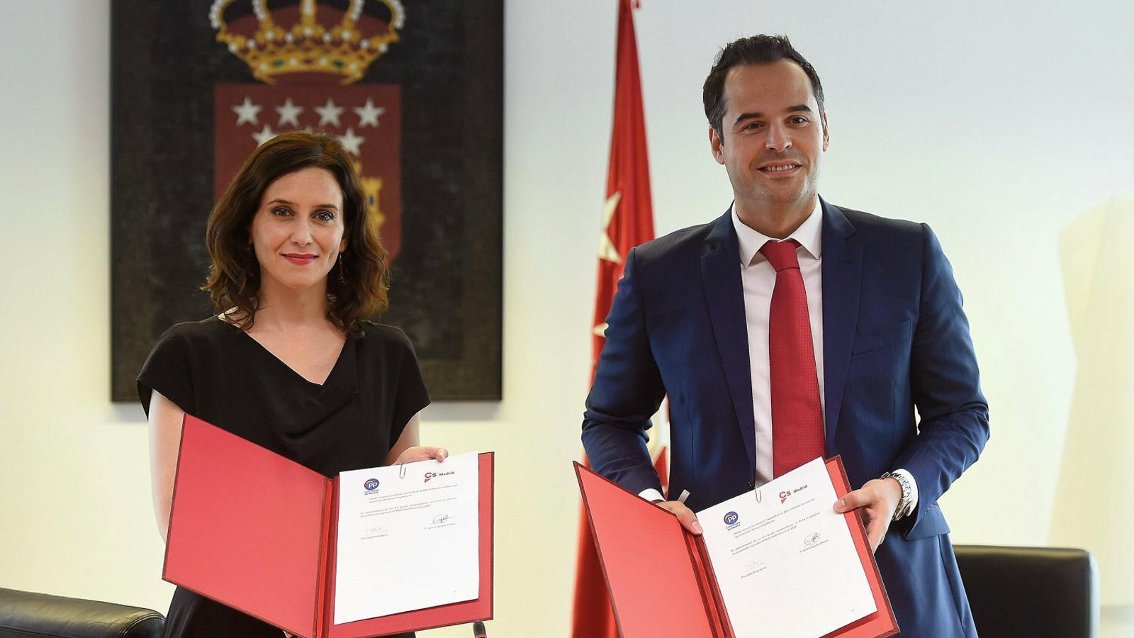 Isabel Díaz Ayuso (PP) i Ignacio Aguado (Cs) ahir en la presentació de l'acord.