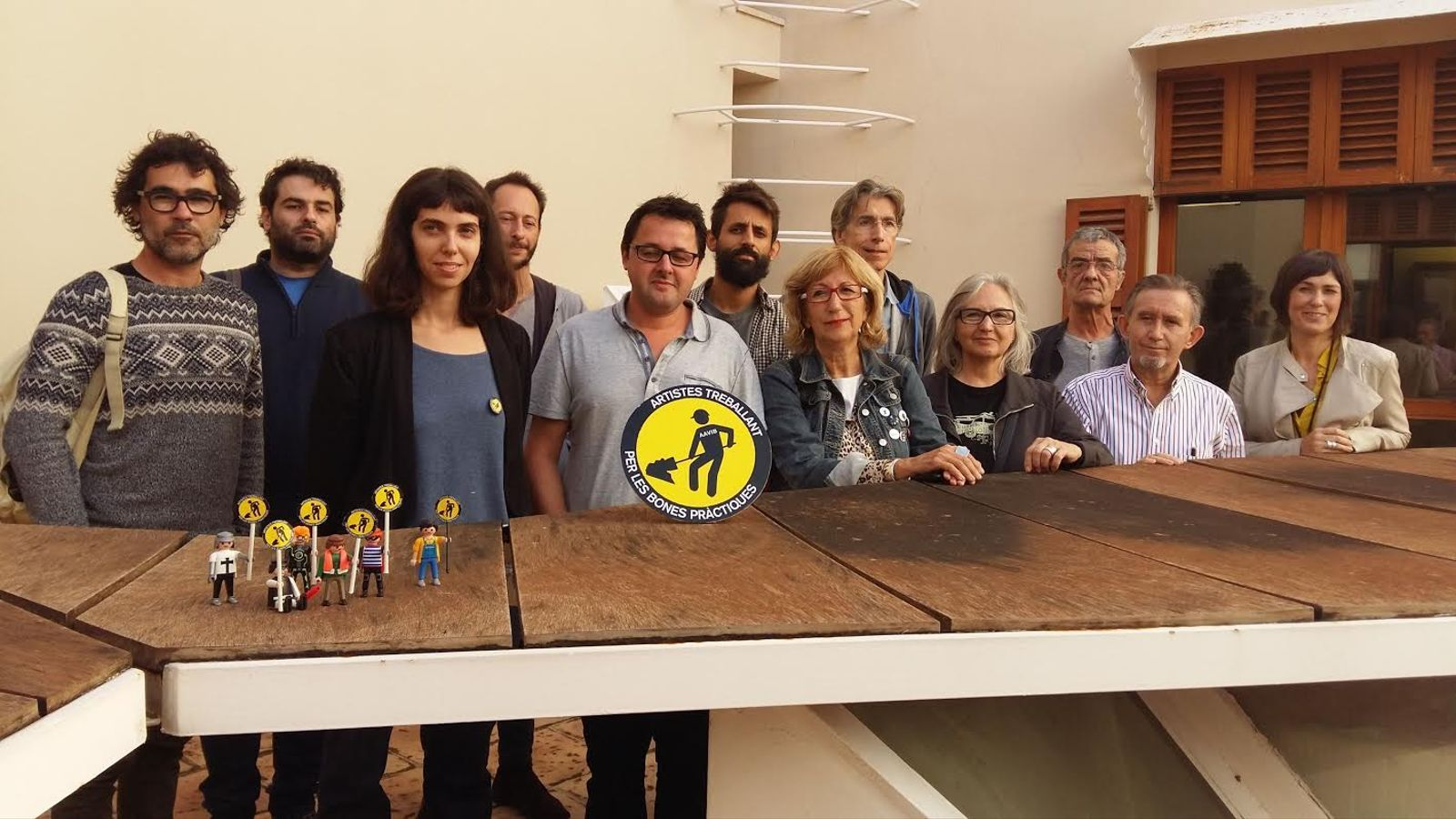 Representants de l'AAVIB amb els representants de l'Ajuntament, encapçalats peregidor de Cultura, Miquel Perelló.