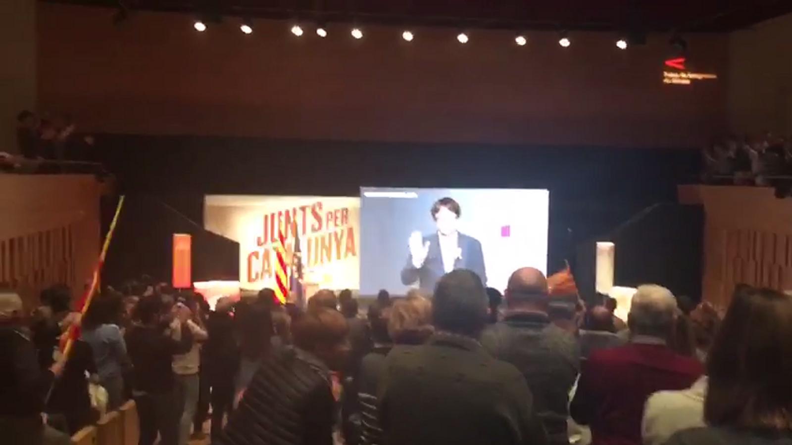 Ovació del públic a Puigdemont al míting de Girona