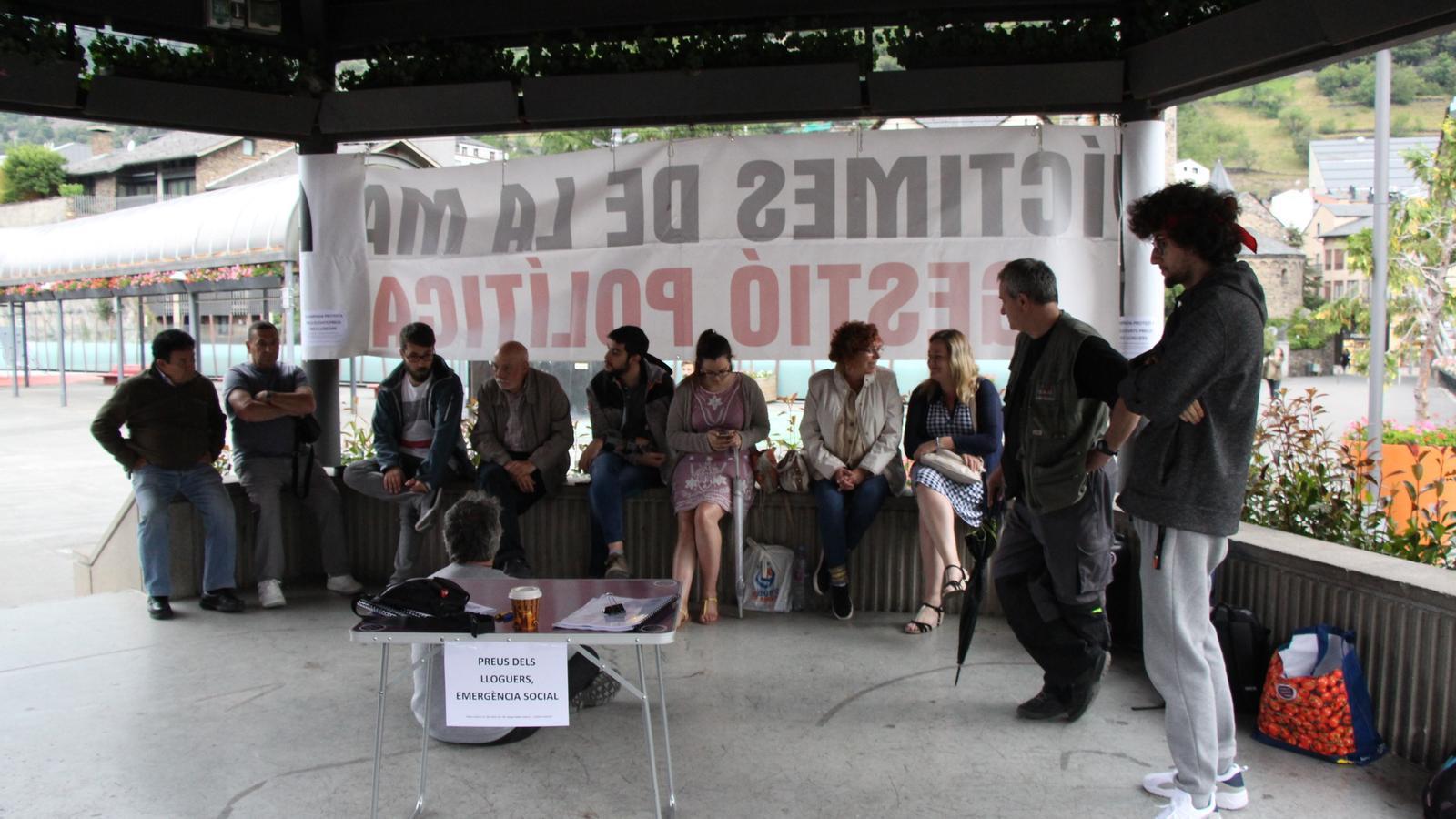 L'acampada de protesta a la plaça del Poble. / ARA ANDORRA