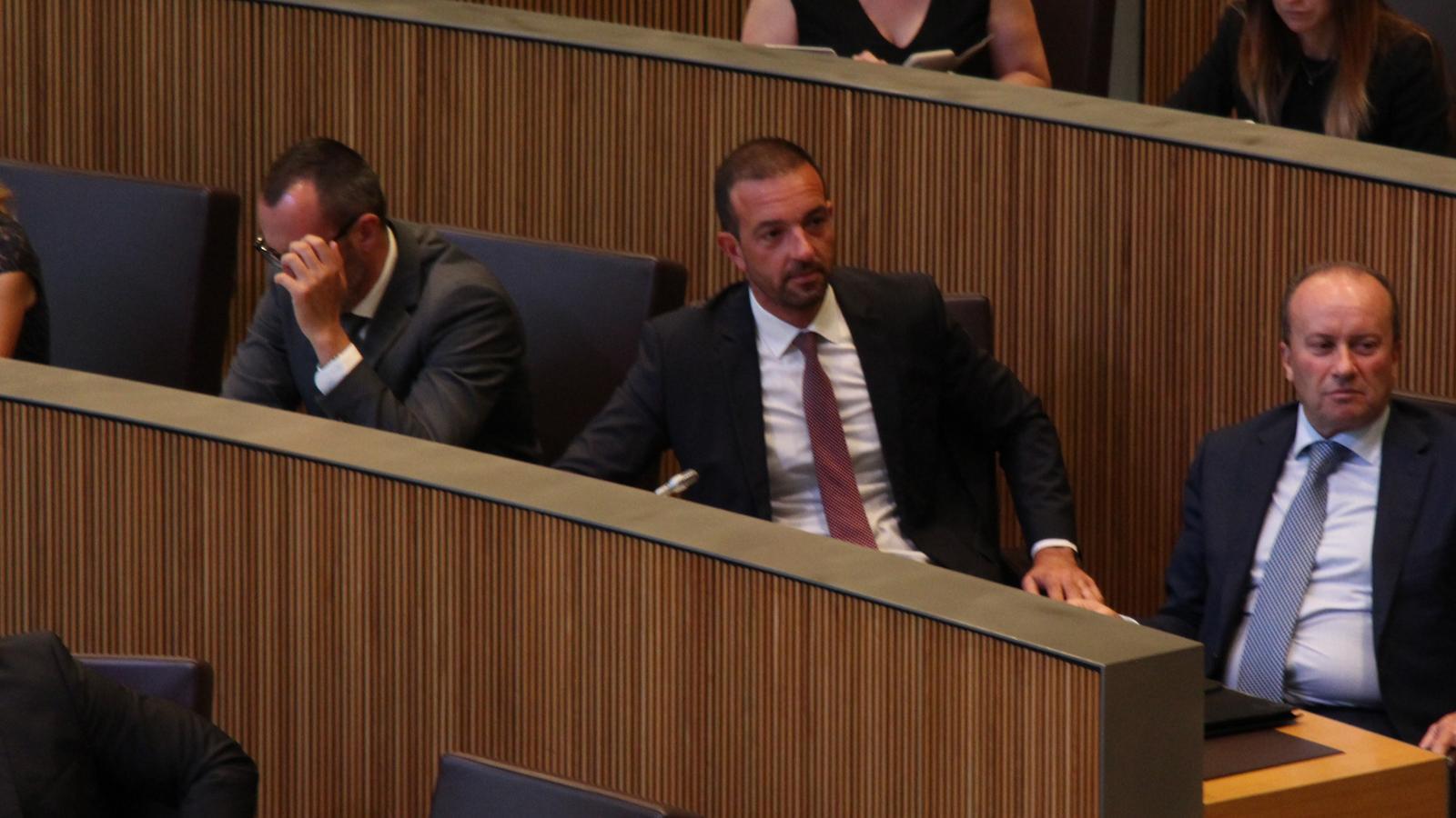 Jordi Torres, ministre d'Ordenament Territorial, durant la sessió del Consell General. / M. R. F.