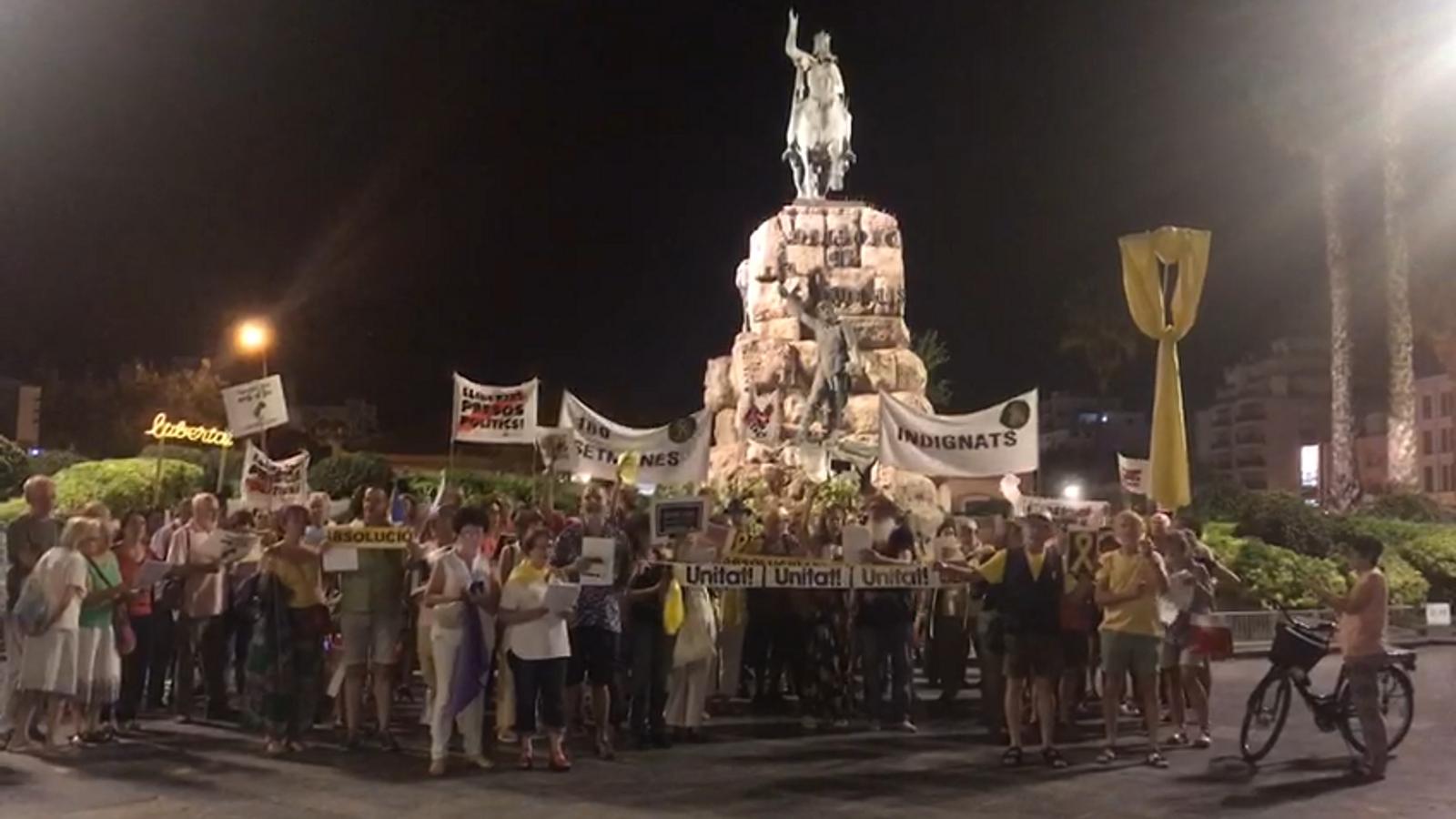 Un centenar de persones es manifesten a Palma en protesta per la detenció dels set membres dels CDR