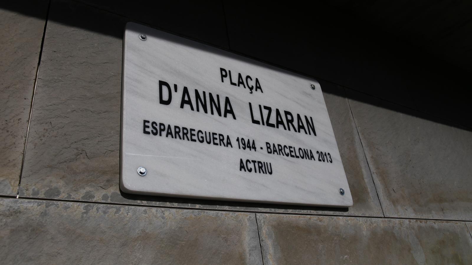 La placa de la plaça Anna Lizaran, al barri barceloní del Fort Pienc